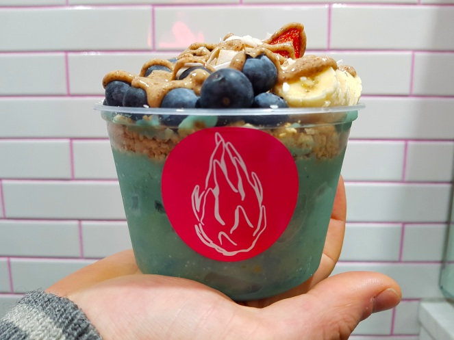 Vegan mermaid smoothiebowl bij Loco Coco in New York